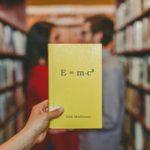 De verbeterde spreek-formule van Einstein
